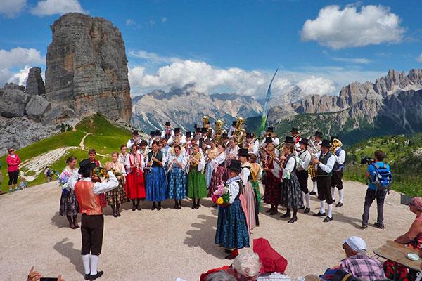 Konzert der Musikkapellen Hütte Rifugio Averau - 5 Torri - Cortina d'Ampezzo