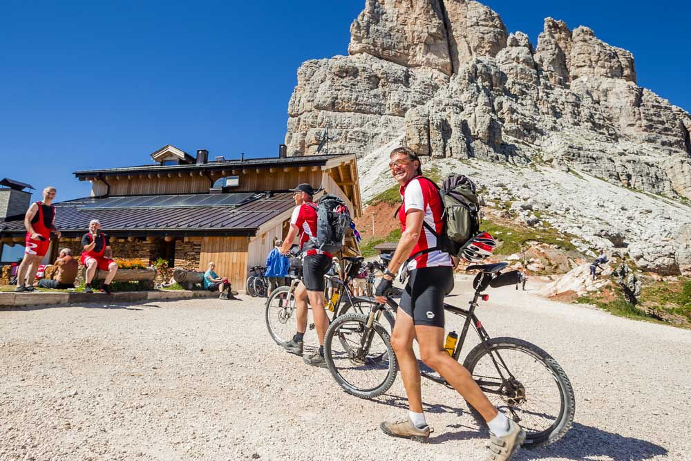 Bike and MTB at Averau Mountain Hut in 5 Torri in Cortina d'Ampezzo