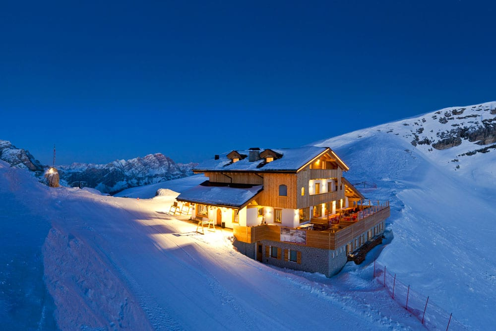 Snowmobile dinners at the Averau Mounta Hut in 5 Torri in Cortina d'Ampezzo