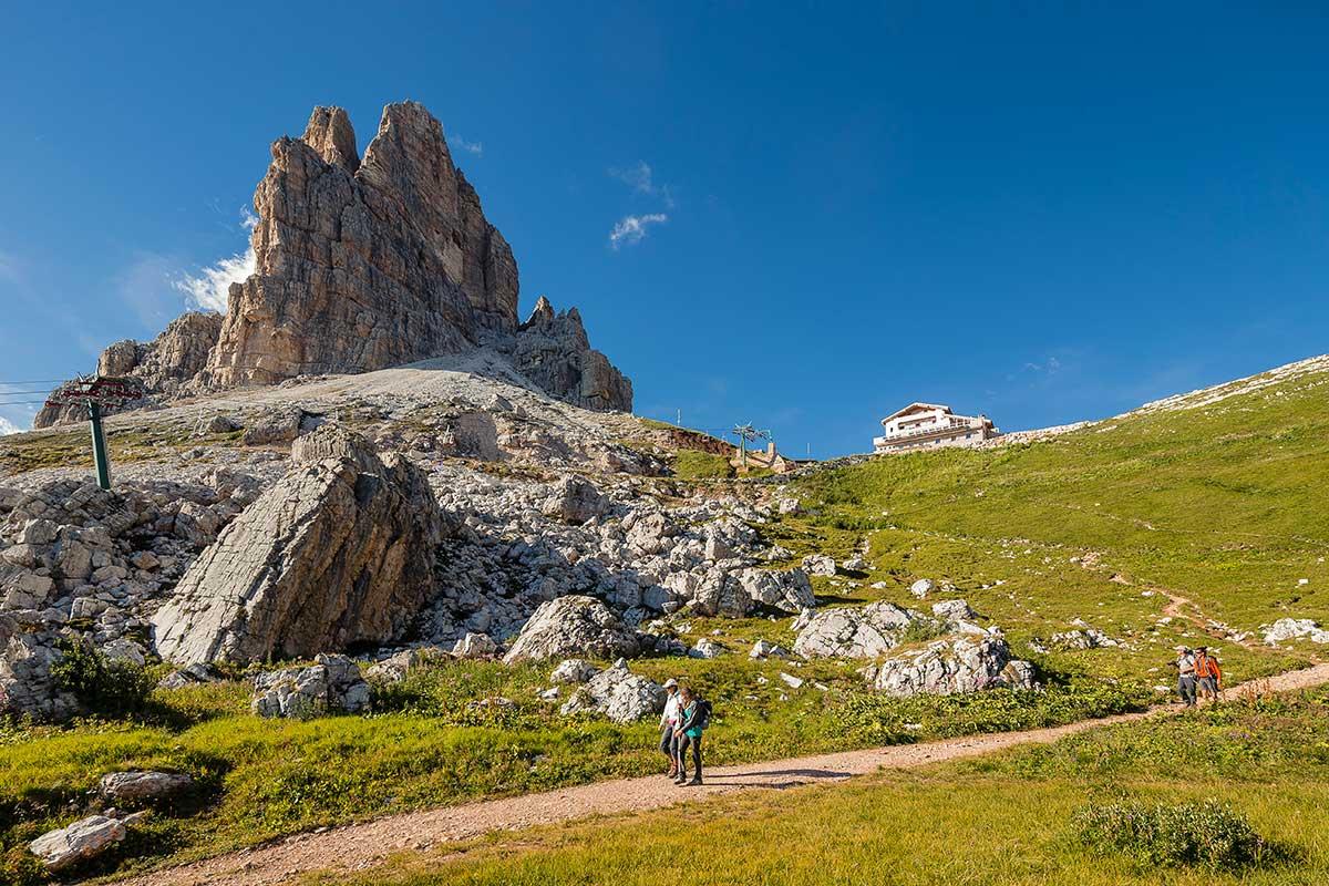 Averau Mountain Hut - 5 Torri - Dolomites - Cortina d'Ampezzo - Trekking