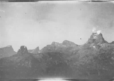Immagine aerea bombardamento cima Averau - Grande Guerra al Rifugio Averau - 5 Torri - Cortina d'Ampezzo © Collezione Carlo Balelli